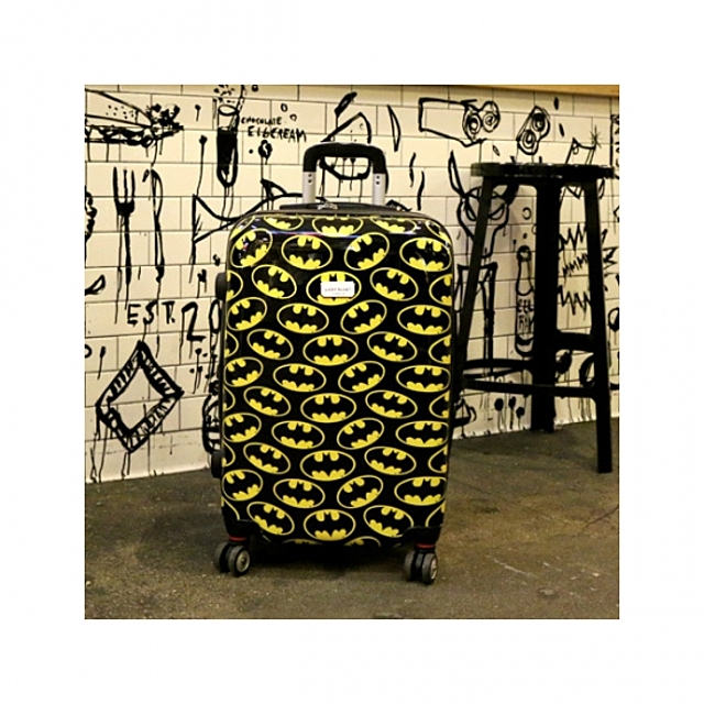 제뉴인 배트맨 24형 캐리어 정품 하드 수화물용 캐릭터 여행 가방 [제작 대량 도매 로고 인쇄 레이저 마킹 각인 나염 실크 uv 포장 공장 문의는 네이뽕]